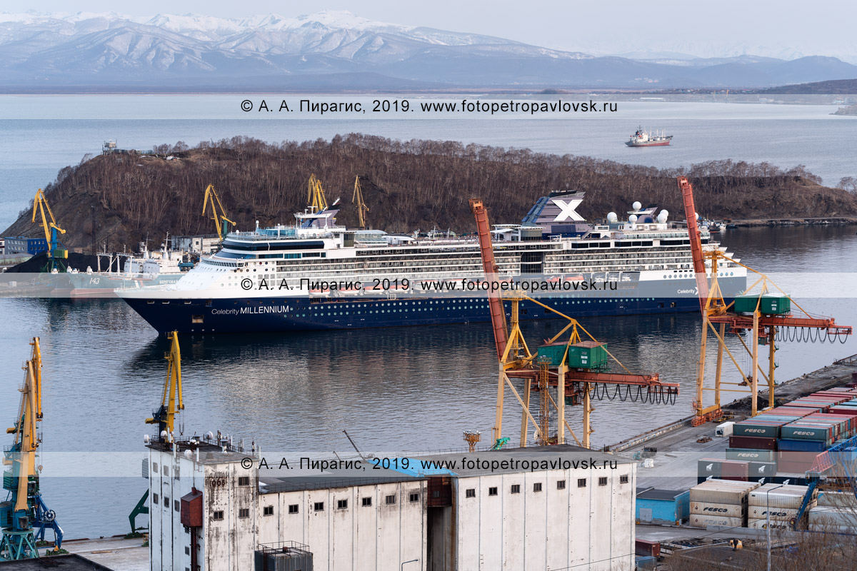 Фотография: круизный лайнер Celebrity Millennium в Петропавловск-Камчатском морском торговом порту