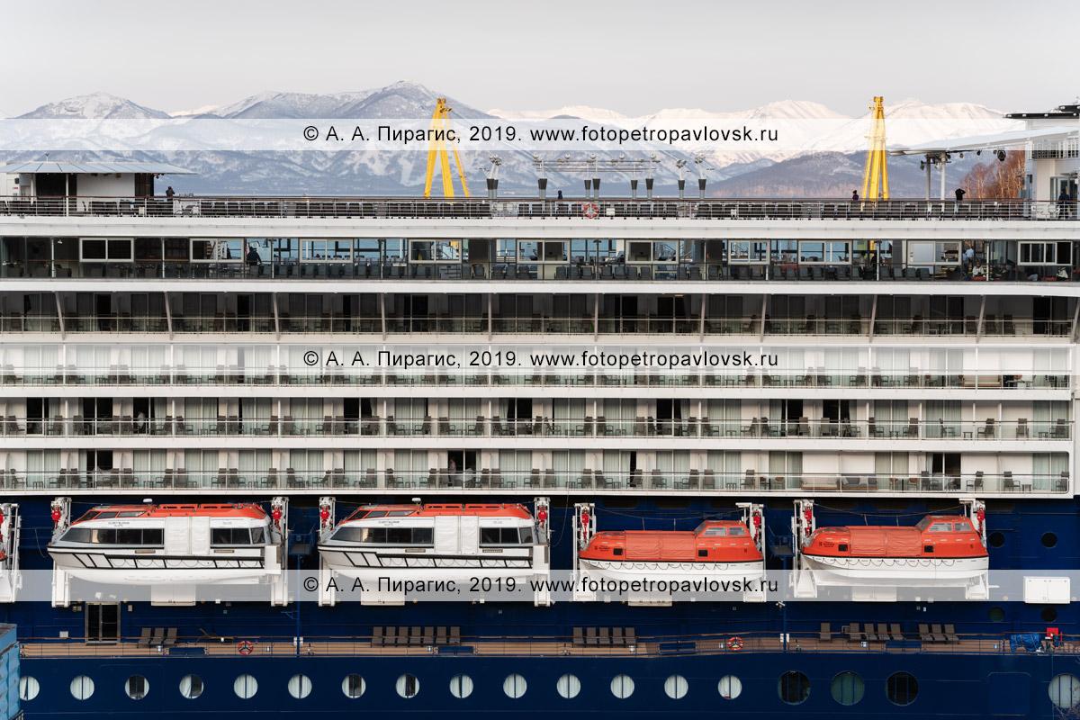 Фотография: палубы круизного лайнера Celebrity Millennium