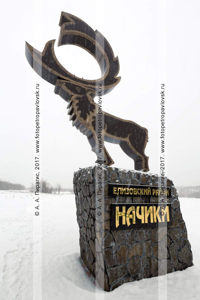 """Фотография: скульптурная композиция """"Олень"""" на повороте в поселок Начики и Начикинский санаторий на полуострове Камчатка"""