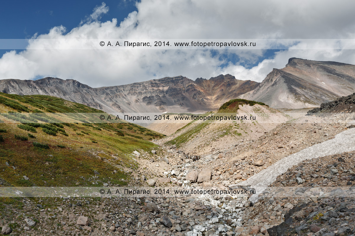 Фотография: вид на стратовулкан Дзензур (Dzenzur Volcano). Полуостров Камчатка, Дзензур-Жупановская группа вулканов
