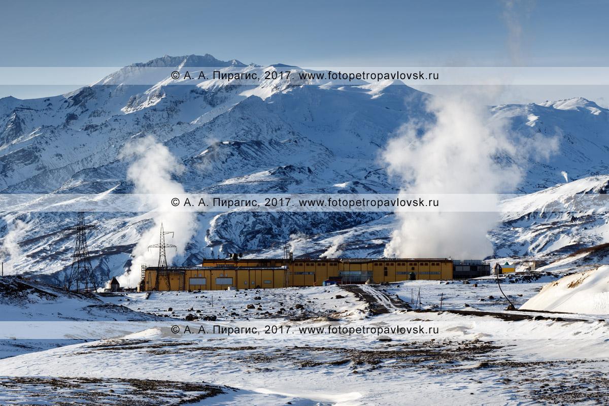 Зимняя фотография: Мутновская геотермальная электростанция (Мутновская ГеоЭС-1) у подножия активного вулкана Мутновская сопка в Камчатском крае