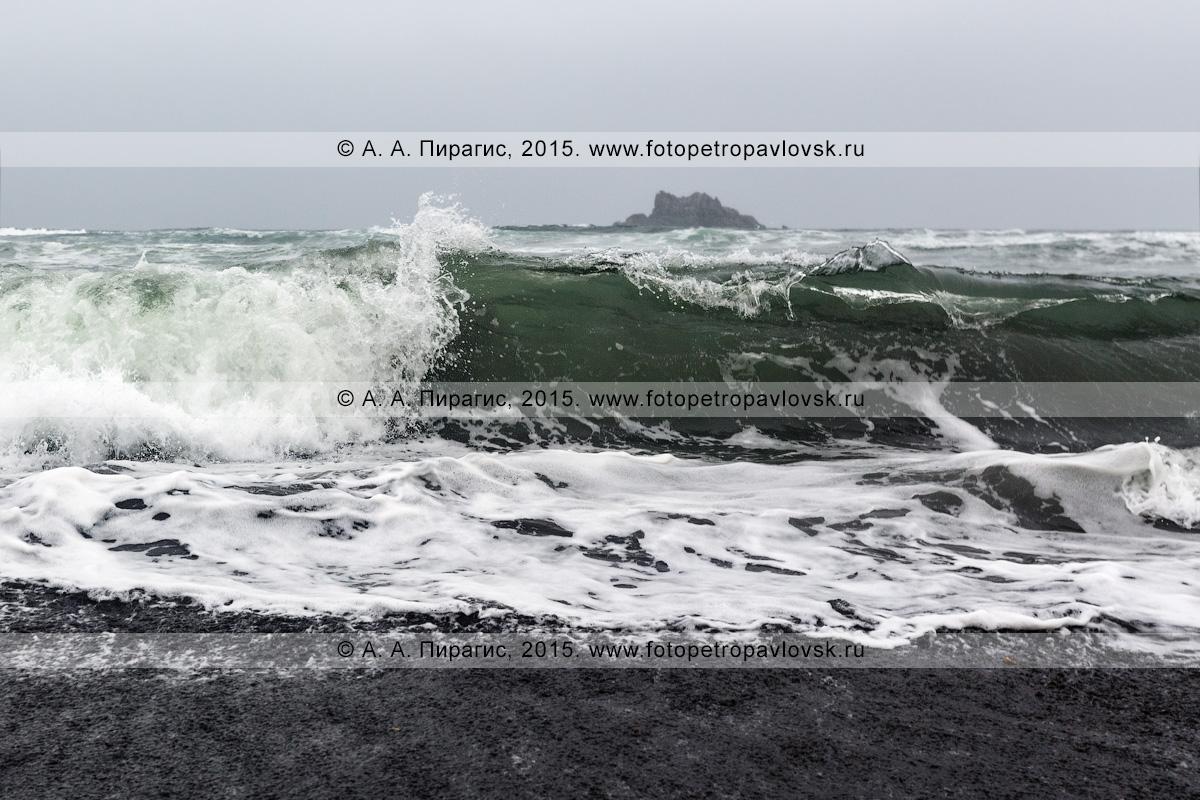 Фотография: вид на Тихий океан в пасмурную погоду. Камчатка, Халактырский пляж