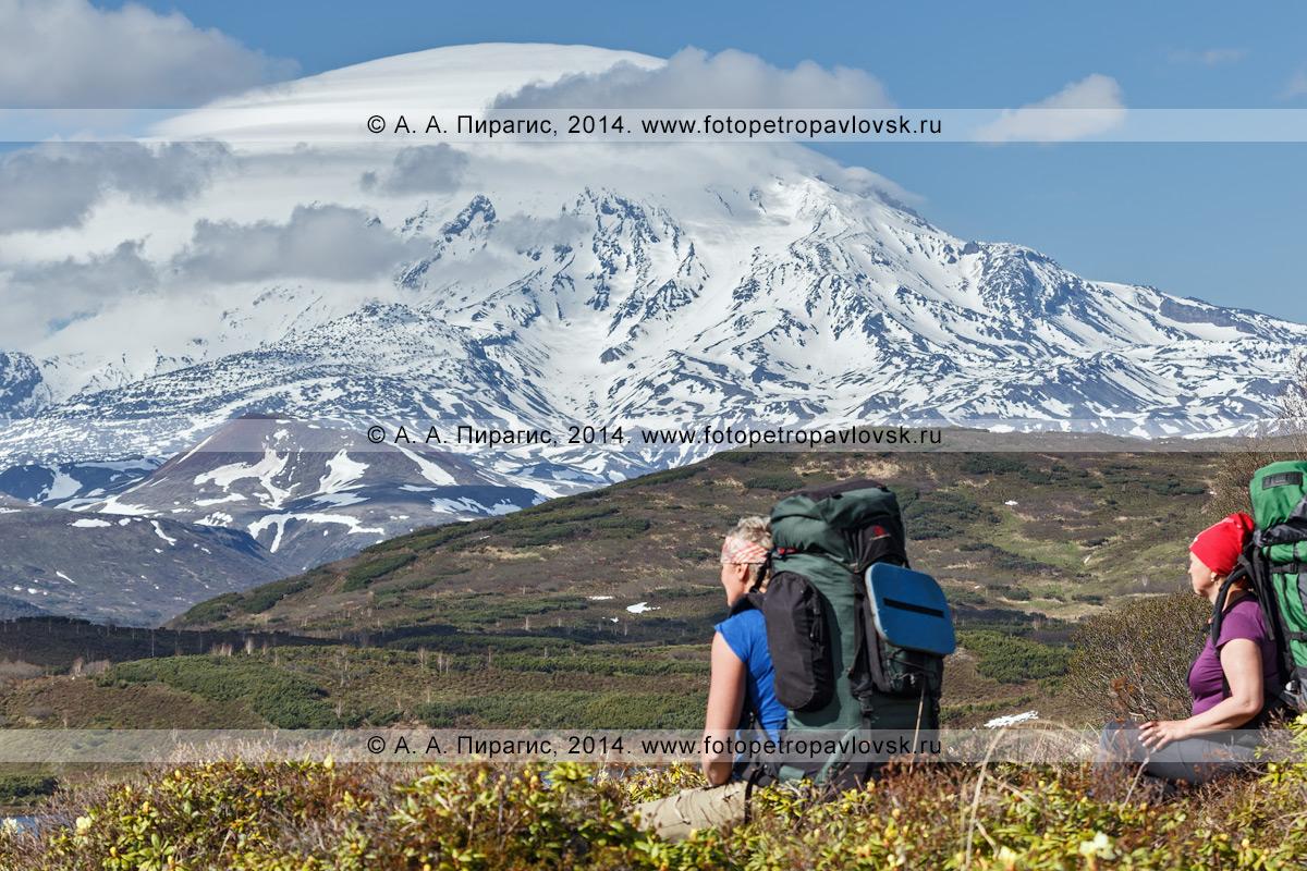 Фотография: Ичинский вулкан (Ichinsky Volcano) — действующий вулкан на полуострове Камчатка