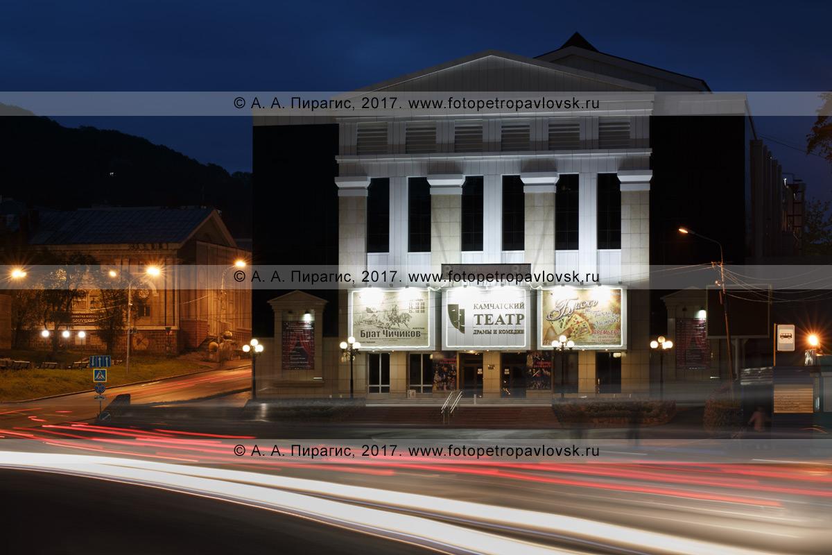 Фотография: городской пейзаж, Камчатский театр драмы и комедии, архитектурная ночная подсветка фасада здания театра. Камчатский край, город Петропавловск-Камчатский