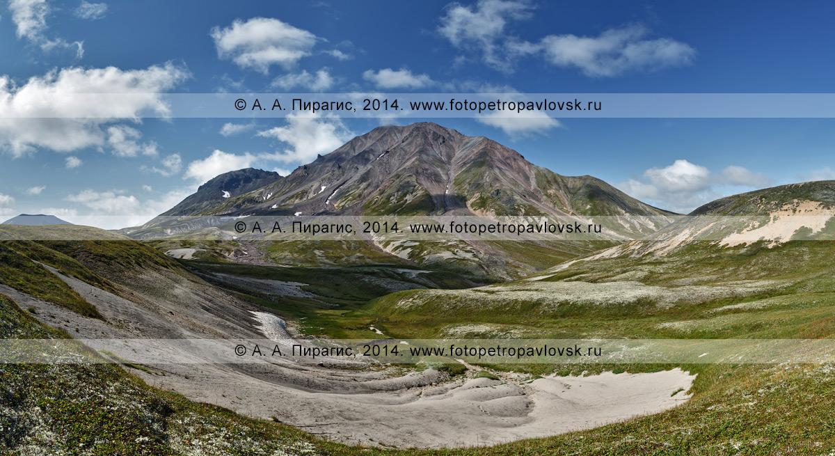 Фотография: панорама действующего вулкана Хангар (Khangar Volcano). Камчатка, Срединный хребет, Срединный вулканический пояс