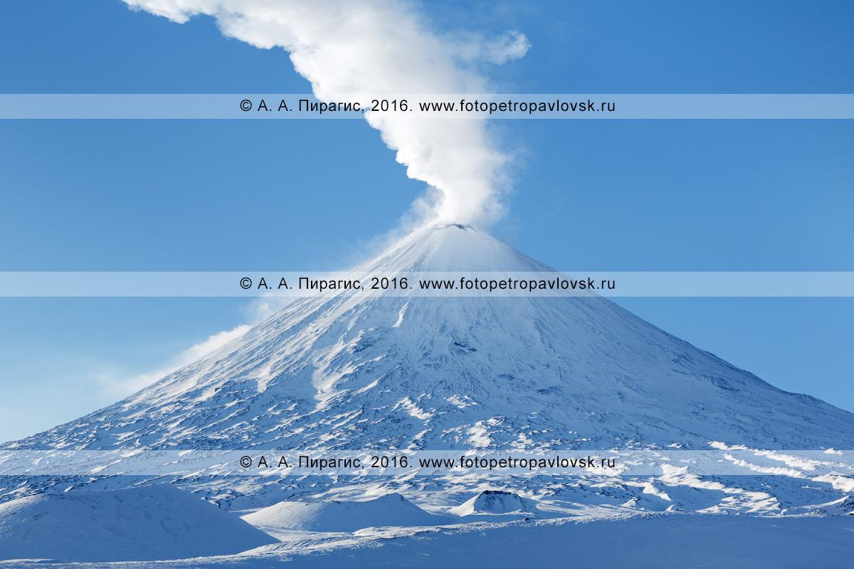 Фотография: вулкан Ключевская сопка (Klyuchevskaya Sopka) — самый высокий действующий вулкана Европы и Азии. Камчатский край