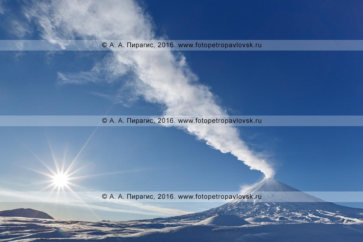 Фотография: Ключевской вулкан (Klyuchevskoy Volcano) — один из наиболее активных и продуктивных вулканов в мире, самый высокий действующий вулкан в Евразии.