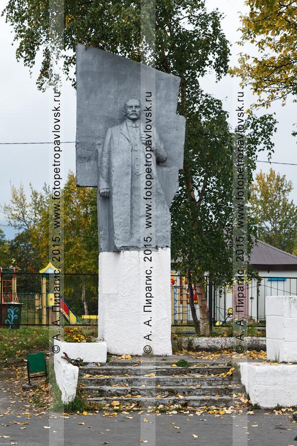 Фотография: памятник Ленину Владимиру Ильичу. Поселок Ключи, Усть-Камчатский район, Камчатский край