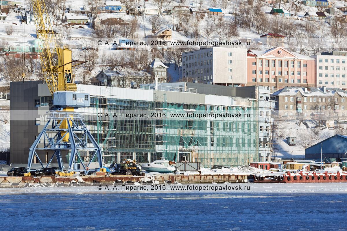 Фотография: новое здание морского вокзала в порту города Петропавловска-Камчатского. Камчатский край