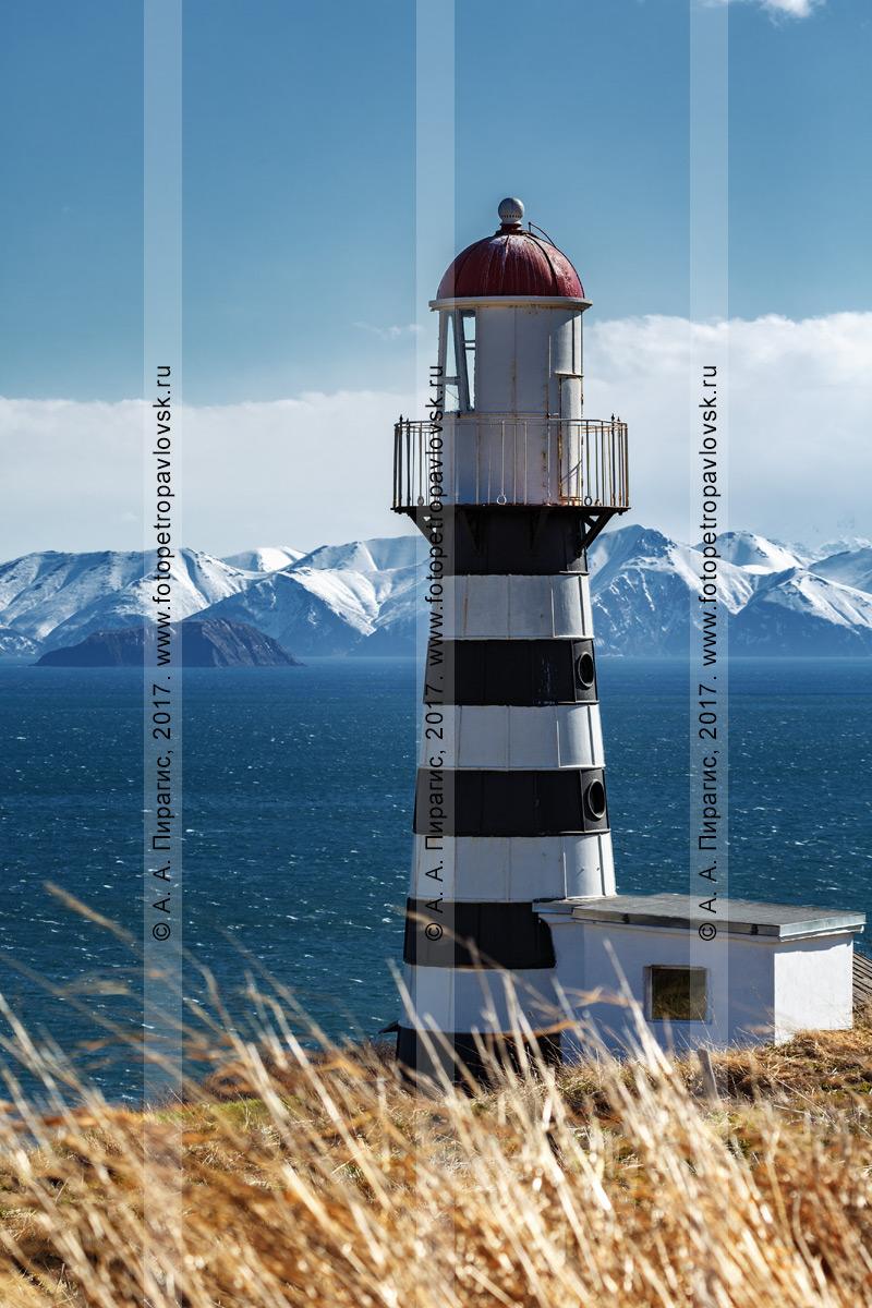Фотография: Петропавловский маяк на берегу Тихого океана (Авачинский залив). Полуостров Камчатка
