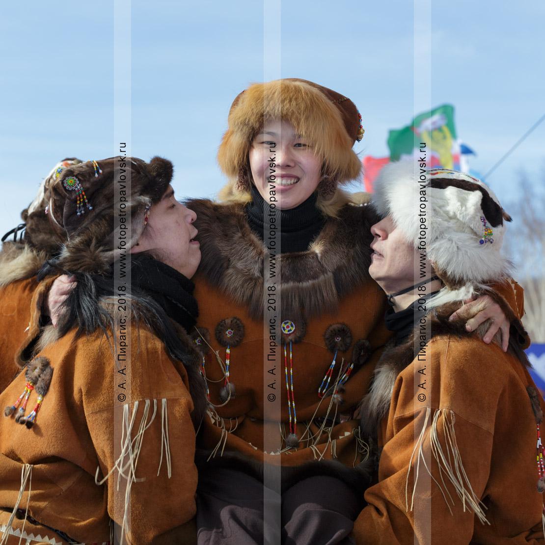 """Фотография: танцоры корякского национального ансамбля танца """"Мэнго"""". Полуостров Камчатка"""