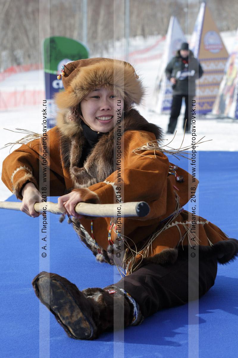 """Фотография: танцовщица корякского национального ансамбля танца """"Мэнго"""". Камчатский край"""