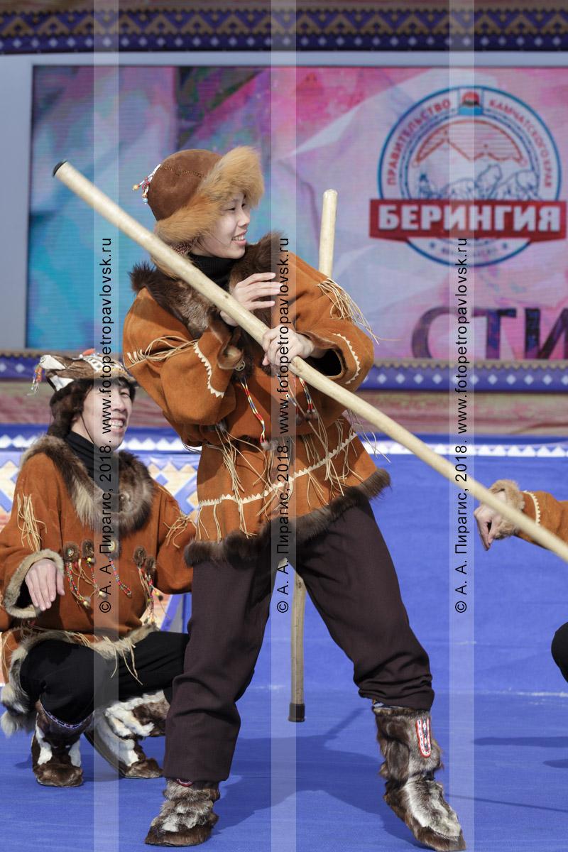 """Фотография: выступление корякского национального ансамбля танца """"Мэнго"""". Полуостров Камчатка"""