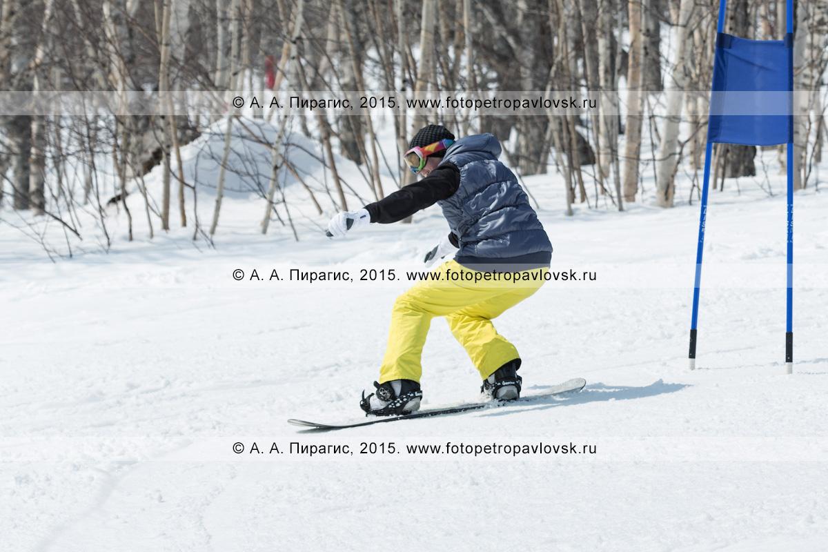 """Фотография: сноубординг на Камчатке — сноубордист едет с горы Морозной. Камчатский край, Елизовский район, город Елизово, горнолыжная база """"Морозная"""""""