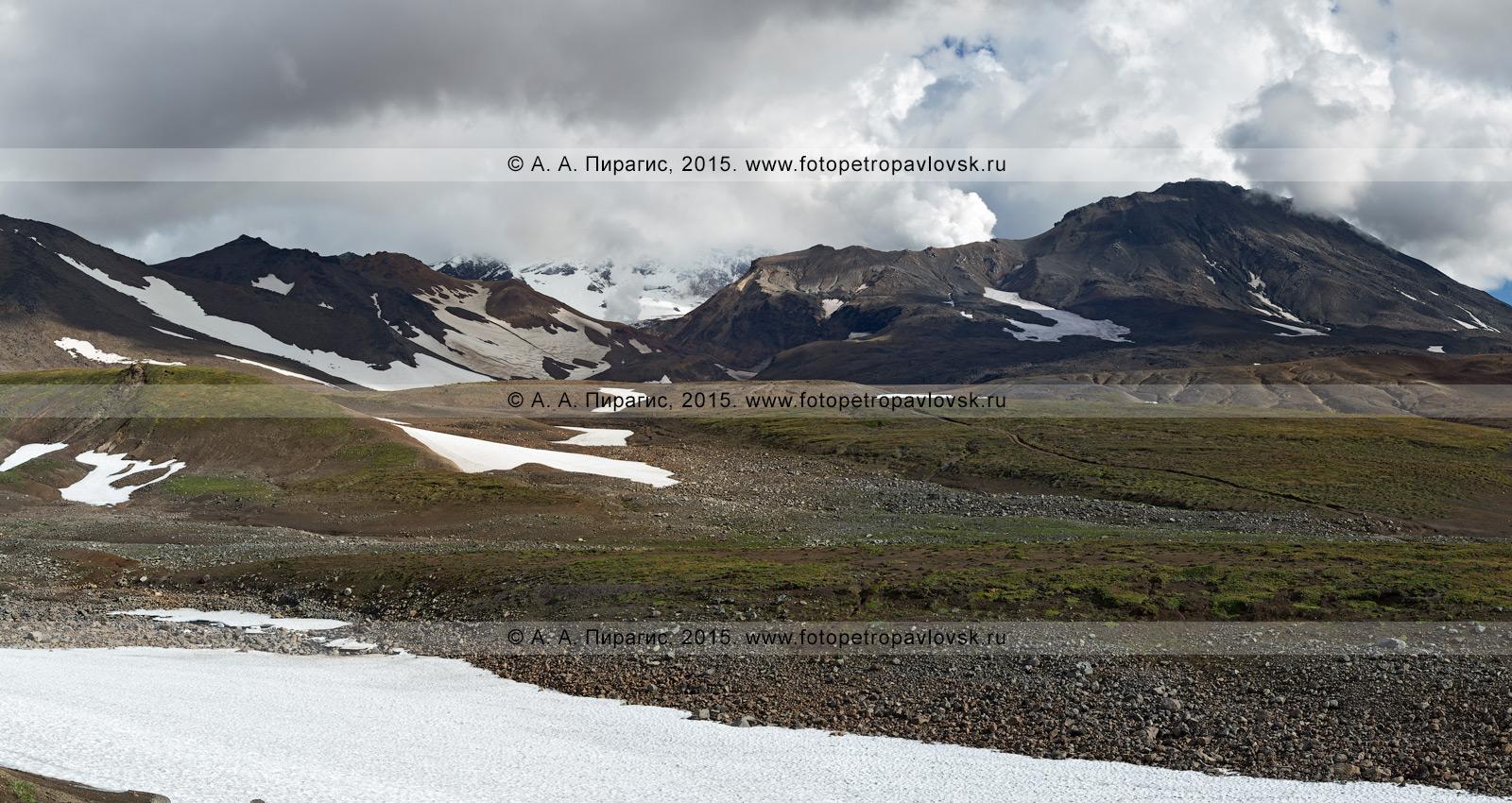 Фотография: живописная панорама — вид на Мутновский вулканический массив на полуострове Камчатка