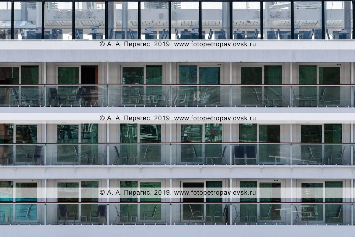 Фотография: экстерьер теплохода Norwegian Jewel, вид на окна кают шикарного круизного лайнера