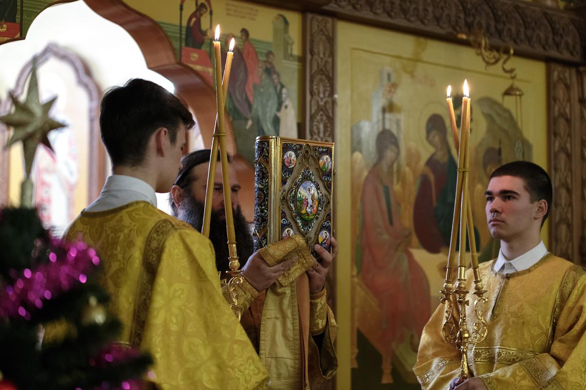 Святое Евангелие, Божественная литургия — молебен на новолетие. Кафедральный собор Святой Живоначальной Троицы, город Петропавловск-Камчатский