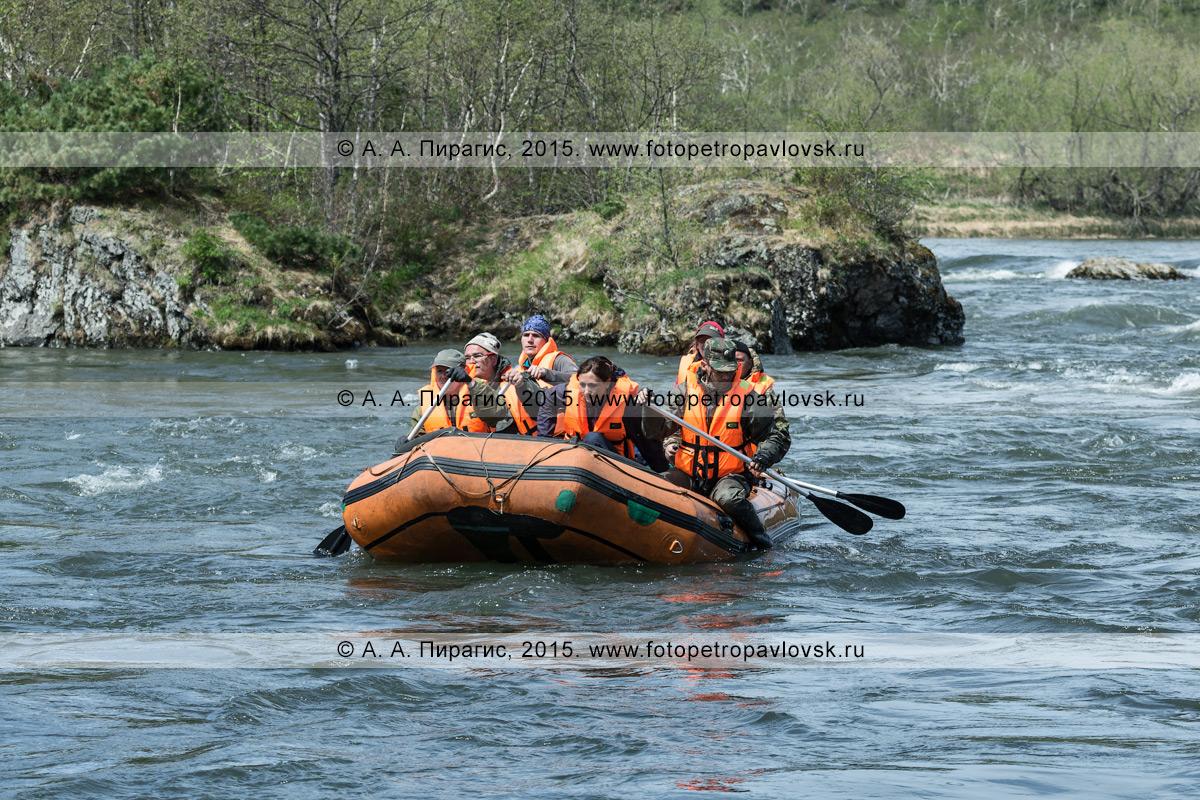 Фотография: активный отдых на Камчатке — путешественники и туристы сплавляются на рафте по реке Быстрой (Малкинская)