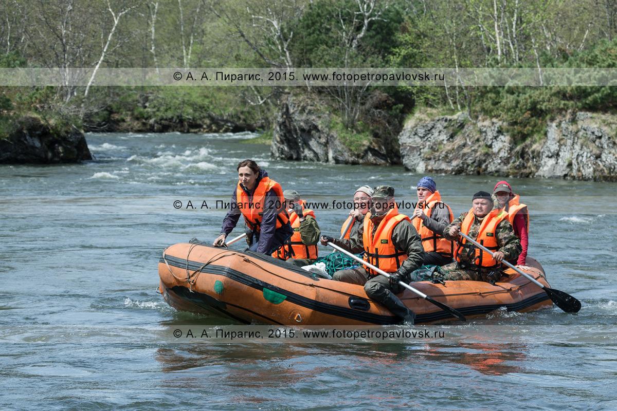 Фотография: активный отдых в Камчатском крае — путешественники и туристы сплавляются на рафте по реке Быстрой (Малкинская)