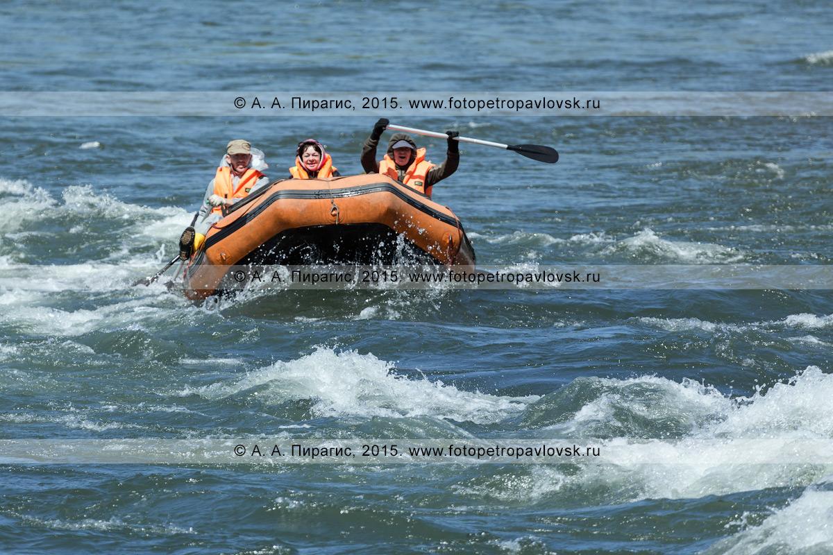 Фотография: водный туризм в Камчатском крае — туристы и путешественники сплавляются на рафте по реке Быстрой (Малкинская)