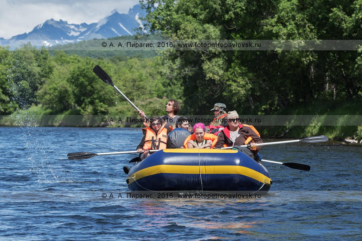 Фотография: рафтинг по реке Быстрой (Малкинская) на Камчатке в погожий летний день