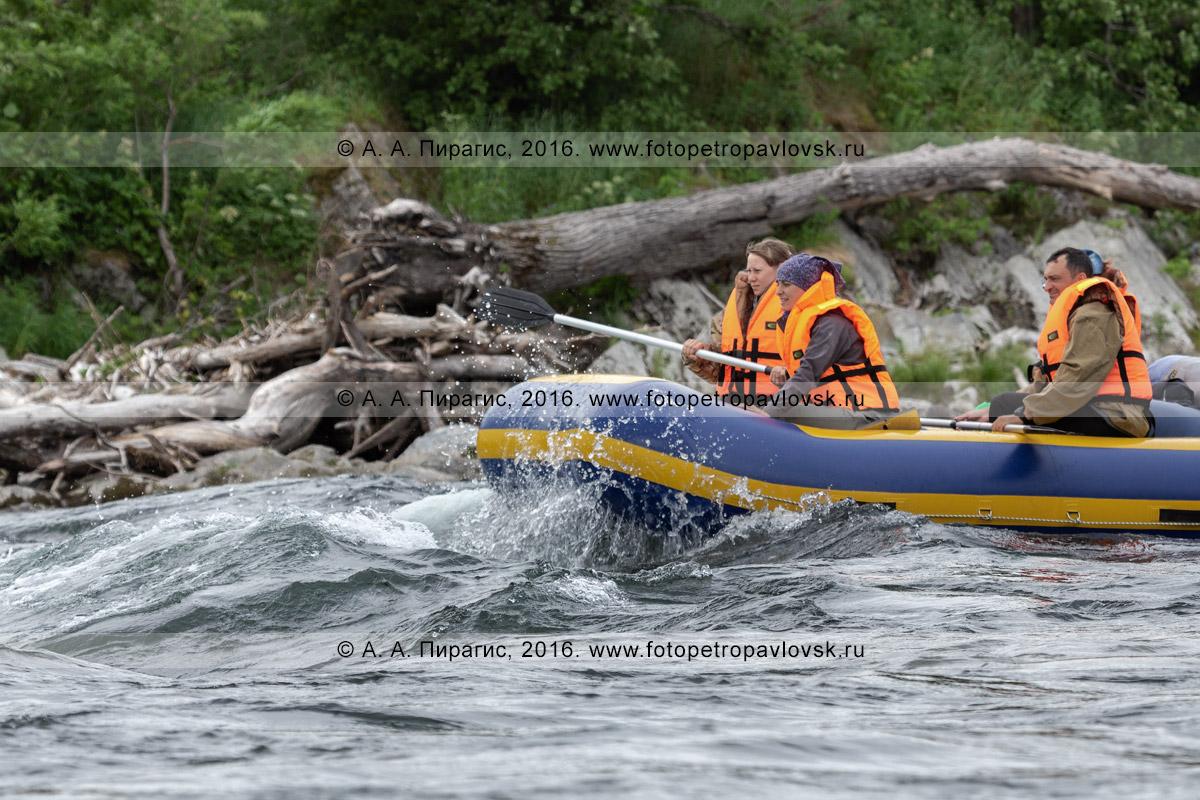 Фотография: летний сплав на рафте по бурной горной реке Быстрой Малкинской на полуострове Камчатка