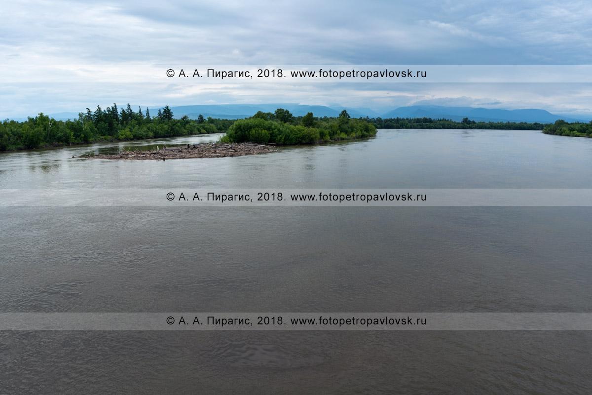 Фотография: текущая река Камчатка на полуострове Камчатка