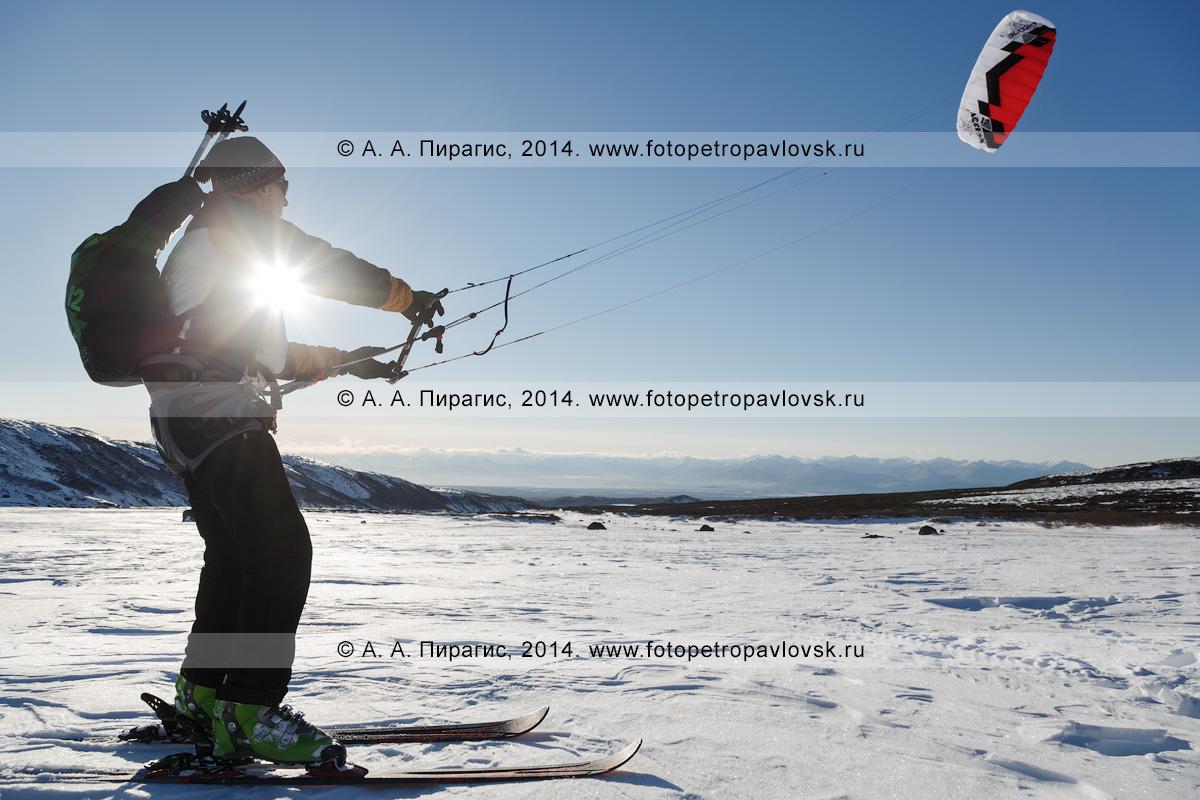 Фотография: зимний кайтинг (сноукайтинг, snowkiting) на полуострове Камчатка