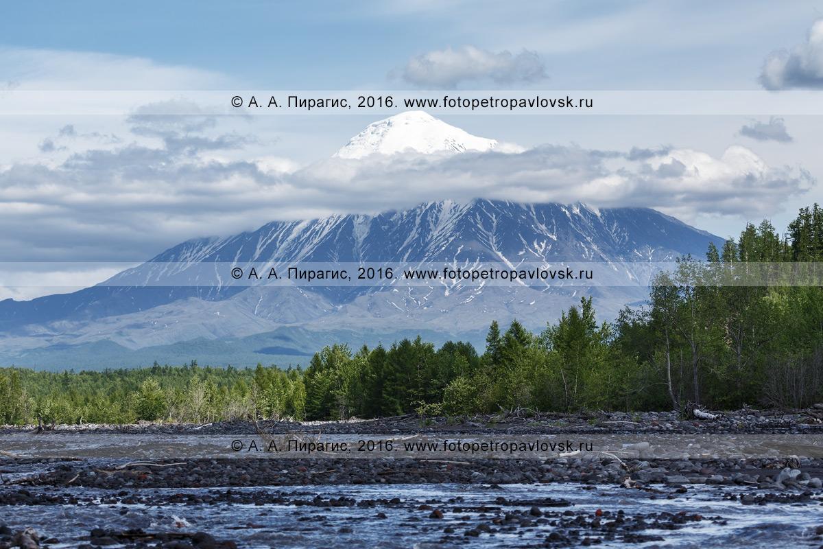 Фотография: летний камчатский пейзаж — вулкан Острый Толбачик (Ostry Tolbachik Volcano). Камчатка, Ключевская группа вулканов