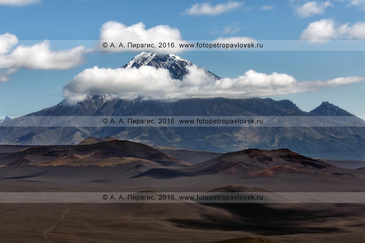 Фотография: стратовулкан Большая Удина (Bolshaya Udina Volcano) — потухший камчатский вулкан в Ключевской группе вулканов на полуострове Камчатка