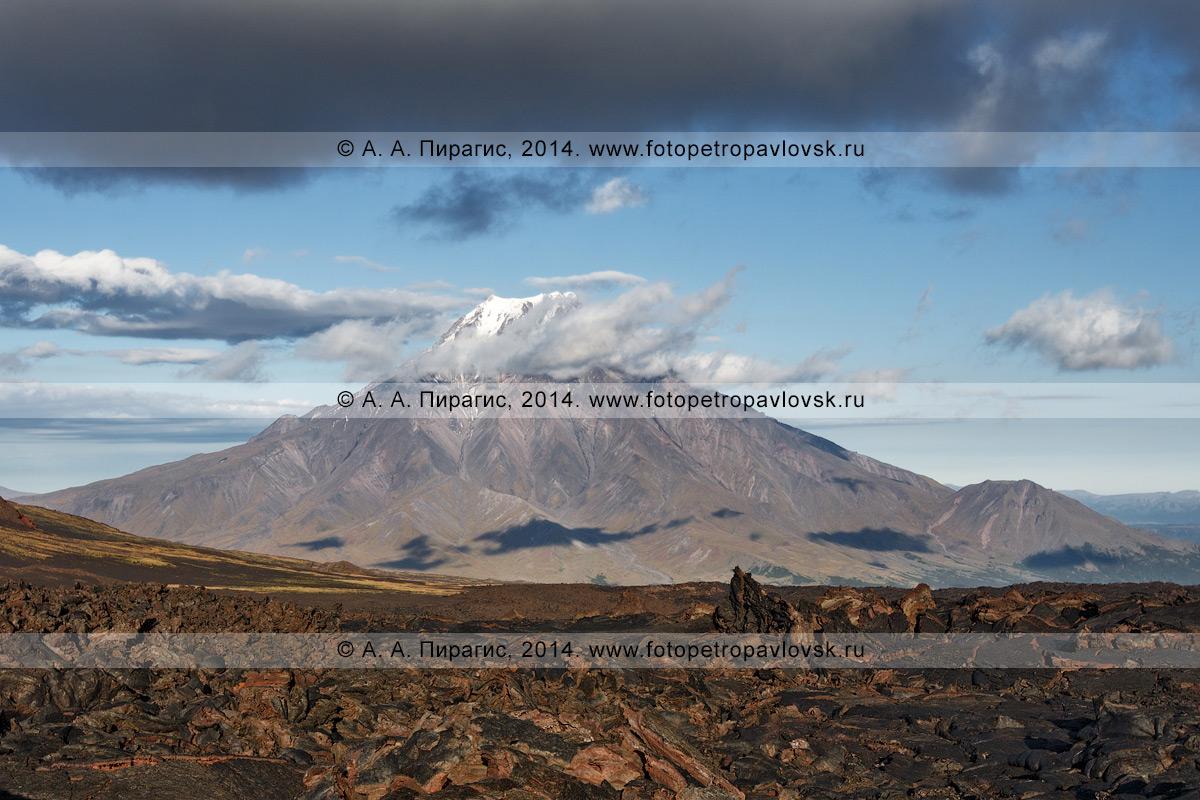 Фотография: камчатский пейзаж, вид на вулкан Большая Удина (Bolshaya Udina Volcano). Ключевская группа вулканов на Камчатке