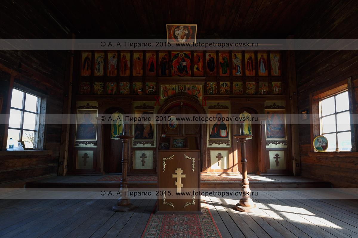 Фотография: убранство деревянной православной Нижнекамчатской церкви Успения Пресвятой Богородицы (Нижнекамчатская Успенская церковь). Камчатка, Нижне-Камчатск (Нижнекамчатск)