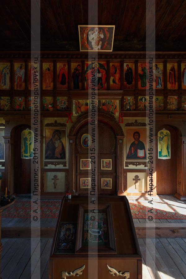Фотография: убранство деревянной православной Нижнекамчатской Успенской церкви (Нижнекамчатская церковь Успения Пресвятой Богородицы). Нижне-Камчатск (Нижнекамчатск), Камчатский край