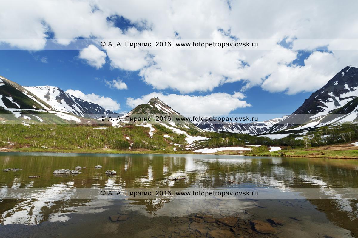 Фотография: летний пейзаж полуострова Камчатка, живописный вид на горный массив Вачкажец — памятник природы Камчатки