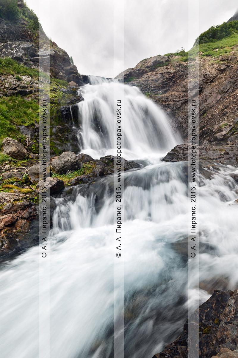 Фотография: летний пейзаж Камчатки — горный массив Вачкажец, водопад на реке Тахколоч