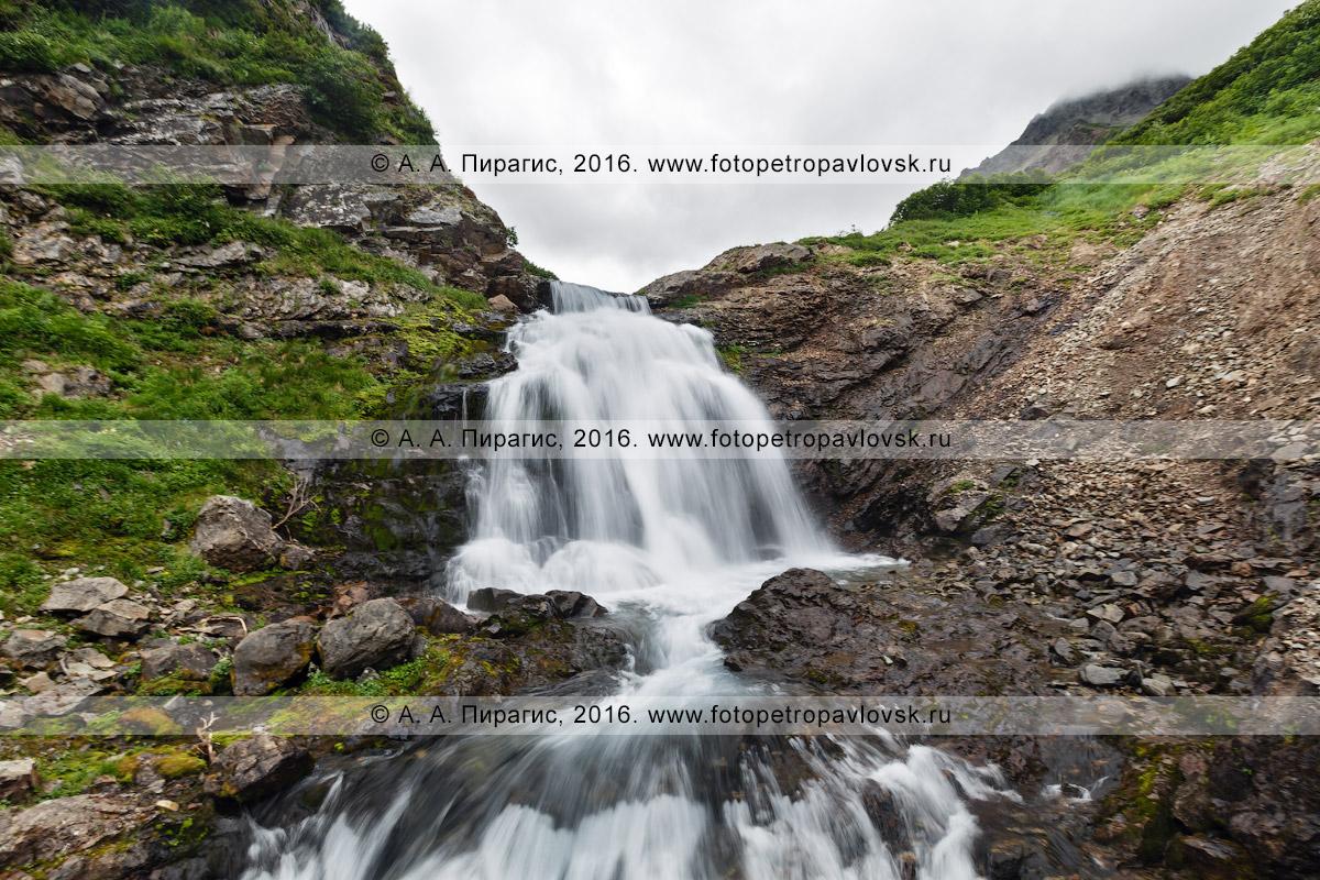 Фотография: Камчатский край, горный массив Вачкажец, красивый водопад на реке Тахколоч