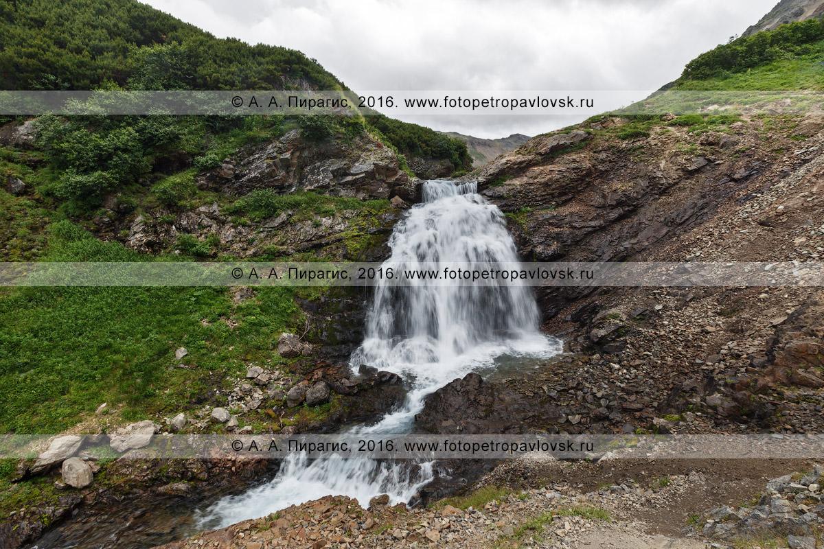 Фотография: красивый вид на водопад на реке Тахколоч. Камчатский край, горный массив Вачкажец