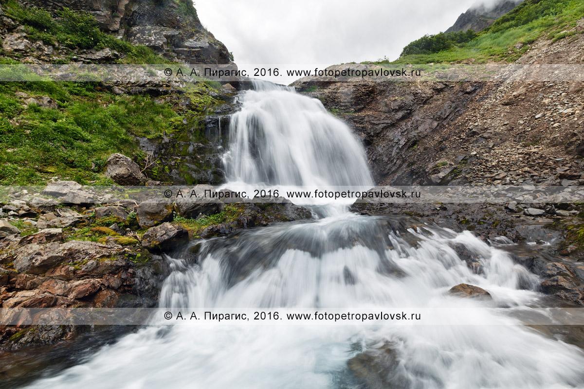 Фотография: Камчатка, горный массив Вачкажец, живописный водопад на реке Тахколоч