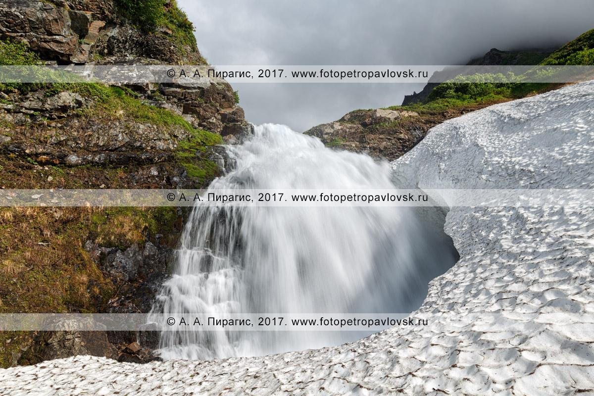 """Фотография: живописный водопад на реке Тахколоч, памятник природы Камчатки """"Горный массив Вачкажец"""""""