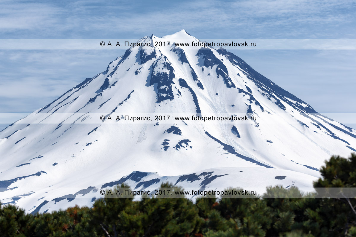 Фотография: конус стратовулкана Вилючинская сопка, вид с Вилючинского перевала на полуострове Камчатка