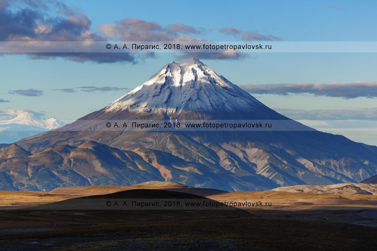 Фотография: конус Вилючинского вулкана в Камчатском крае, осенний вулканический пейзаж полуострова Камчатка