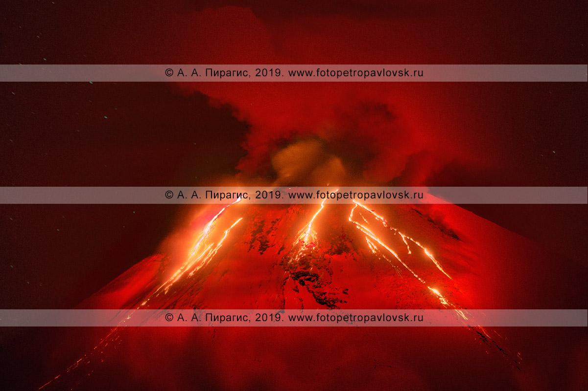 Извержение Авачи! Авачинский вулкан на полуострове Камчатка, ночной вид на красные раскаленные потоки лавы, вытекающие из кратера действующего вулкана Авачинская сопка в Камчатском крае