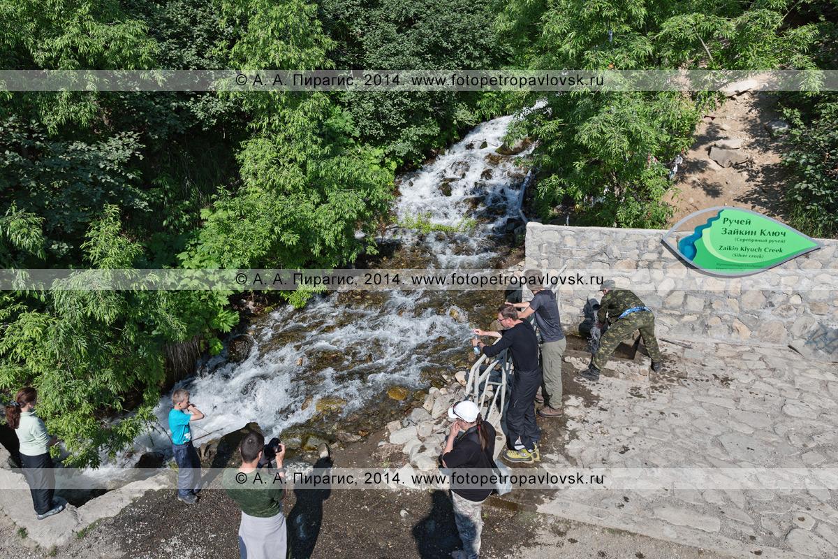 Фотография: вид сверху на ручей Зайкин Ключ (Серебряный ручей) / Zaikin Klyuch Creek (Silver Creek) на полуострове Камчатка