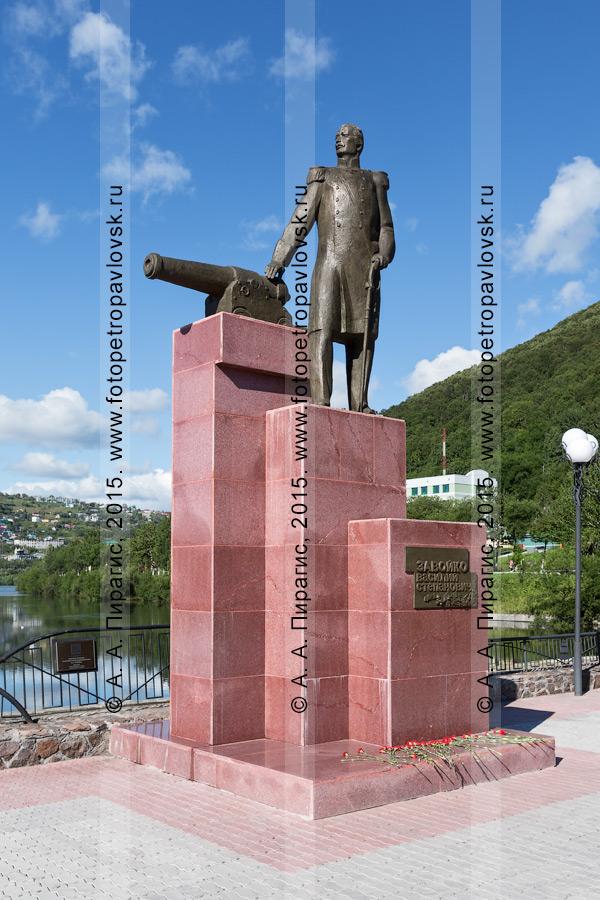 Фотография: памятник Василию Завойко — первому военному губернатору Камчатки. Город Петропавловск-Камчатский, Камчатский край
