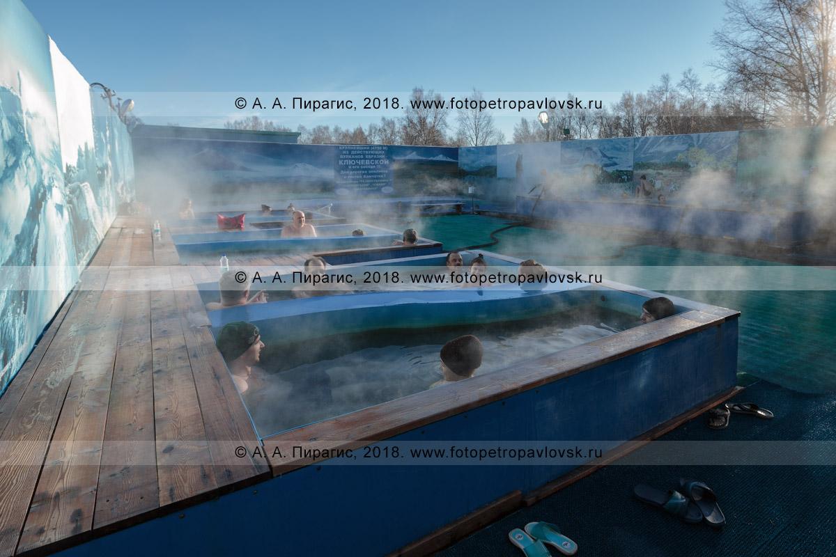 Фотография: посетители лечебно-оздоровительного комплекса «Зеленовские озерки» принимают термальные ванны под отрытым небом