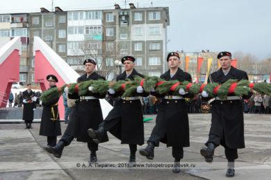 Фоторепортаж: 9 Мая — День Победы. Митинг в парке Победы, у мемориала памяти камчатцев, погибших во Второй мировой войне