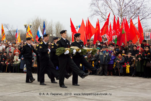 9 Мая, День Победы в Петропавловске-Камчатском, митинг и возложение цветов у Мемориала памяти камчатцев, погибших во Второй мировой войне (фоторепортаж)