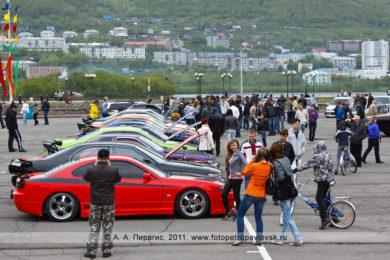 Фоторепортаж автовыставки в городе Петропавловске-Камчатском. Празднование Дня молодежи