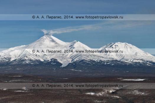 Фотографии Авачинского вулкана и Козельского вулкана на полуострове Камчатка