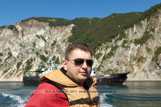 """Фотография яхты """"Чайка"""" на фоне Вилючинского вулкана, фото капитана яхты"""